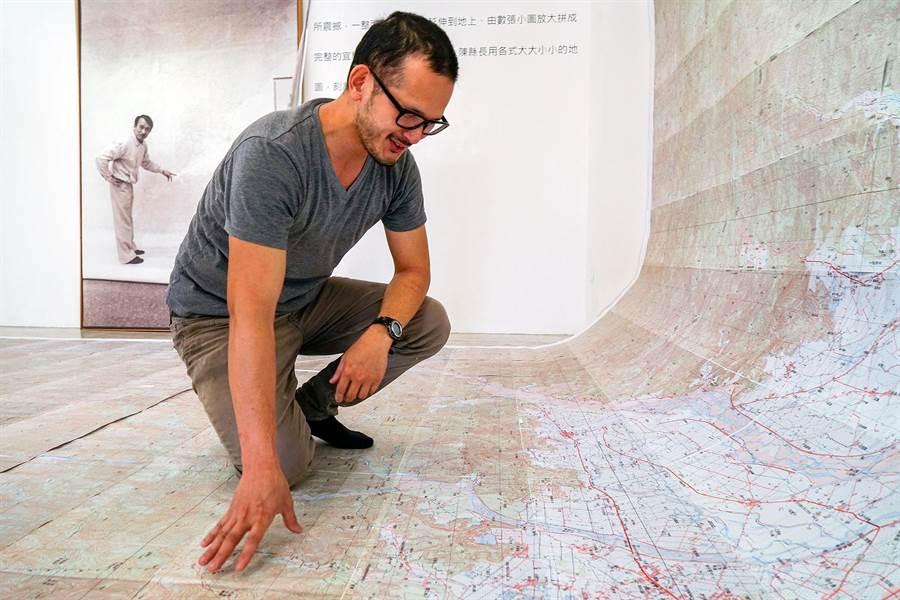 陳定南之子陳仁杰認為,執政並須仰賴地圖,不能憑空想像,會看地圖也是執政者的必要條件之一。(李忠一攝)