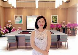 綠舞觀光飯店執行長藍心瑩要讓旅客免去舟車勞頓,一站玩個夠