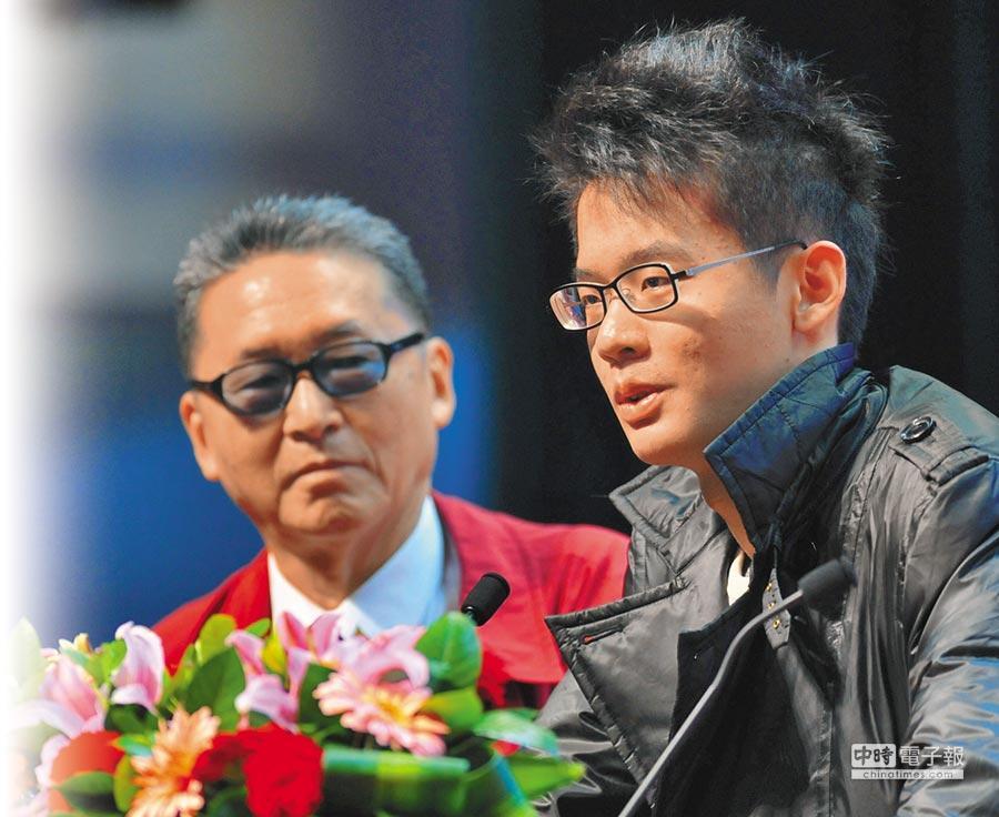 李敖與兒子李戡在廈門大學登台演講。(新華社資料照片)