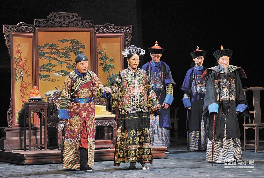 中國國家話劇院原創大戲《北京法源寺》,根據作家李敖的同名長篇小說改編。(新華社資料照片)