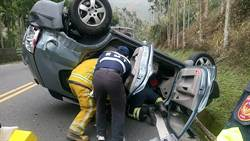阿里山公路傳休旅車翻覆意外 1人重傷3人輕傷