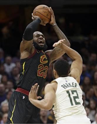 NBA》騎士洛夫回歸 詹姆斯狂轟40分大三元