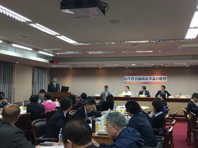TRF受害聯盟召開進行抗爭以來規模最大的立院公聽會,多位重要財委會立委到場聲援。(朱漢崙攝)