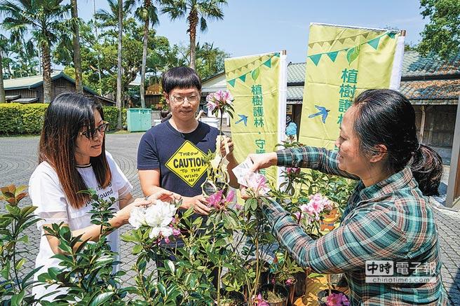 3月21日國際森林日,羅東林管處將舉辦6場贈苗活動,民眾可憑3張發票及環保袋兌換苗木。(李忠一攝)