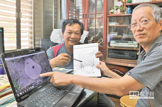 恆春文史工作者念吉成(右)日前發現「疑石器遺物」,他19日尋訪在地祖語老師曾德榮(左)。(謝佳潾攝)