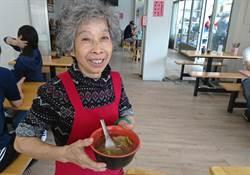 50年老店 生燉排骨湯每天現炸現賣