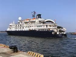 國際級卡莉多麗號郵輪首度泊靠安平商港 93外客台南一日遊