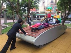 遊玩新地標!北市永盛公園遊具一起來搖擺