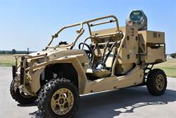 美軍越野車安裝小型雷射砲 防禦四軸無人機