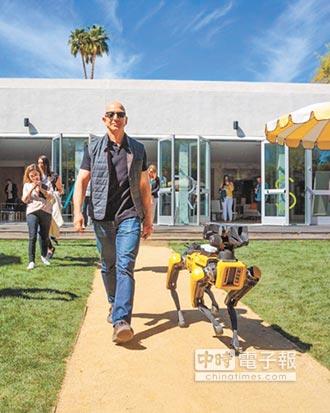 亞馬遜CEO 貝佐斯遛會開門的機器狗