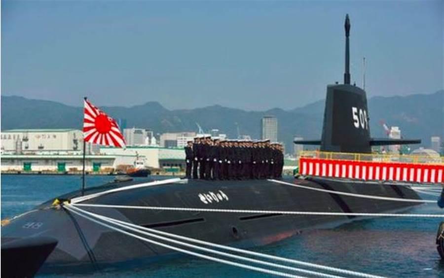 日本海上自衛隊蒼龍級潛艇第9艦「青龍」號12日服役的畫面。(日本海上自衛隊)