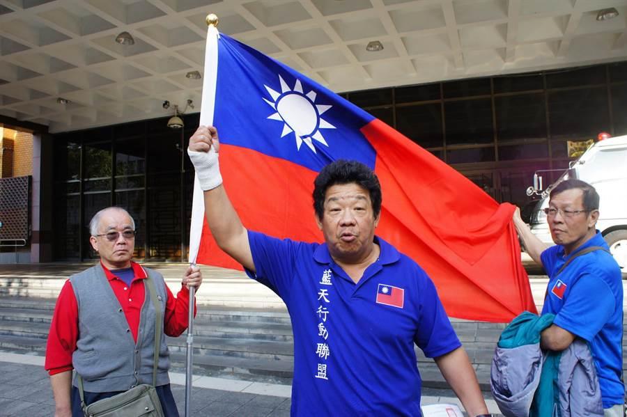 楊思聖庭訊後表示自己不後悔前往護衛國旗,也沒有犯罪。(張孝義攝)