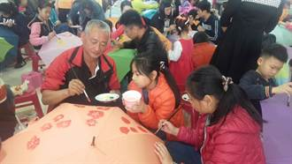 親子共享美食彩繪陽傘 提前歡慶兒童節