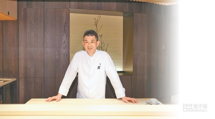 主廚楊永隆一手創立道地日式壽司店「鮨隆」。(蘇蔓攝)