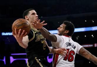 NBA》小刺客臀傷復發?湖人逆轉擊潰擺爛熊