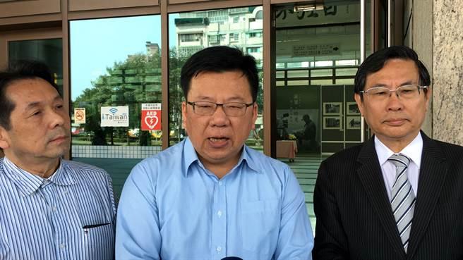 涂醒哲市長、立委李俊俋、吳信賢呼籲檢方速查誰洩密。(廖素慧攝)