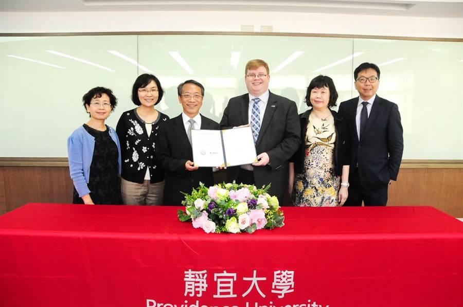 靜宜大學與美國德州以「英語教師培育」著名的達拉斯浸信會大學(Dallas Baptist University)簽訂「雙聯學制」。(陳世宗攝)