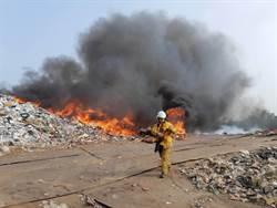 疑天熱起火 雲林垃圾場冒濃煙