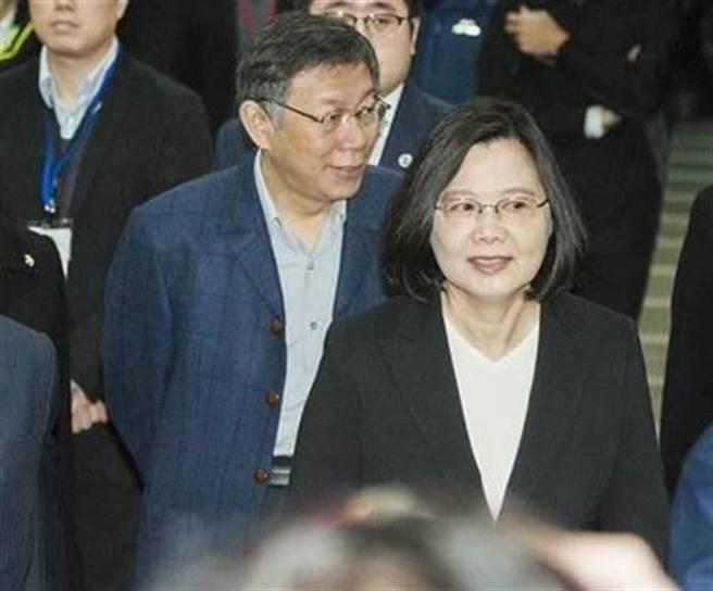 總統蔡英文(前)、台北市長柯文哲(後)。(中時資料照)