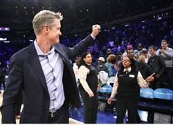 NBA》勇士教頭科爾獲獎 複製4年率隊奪冠經驗?