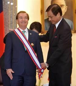 積極推動台美交流 羅伊斯獲頒立院外交獎章