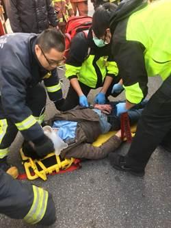 騎士載弟上班遭撞 捲公車底盤性命垂危