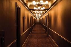 五星飯店給錯房卡進錯房! 網友:幸好不是光溜溜…