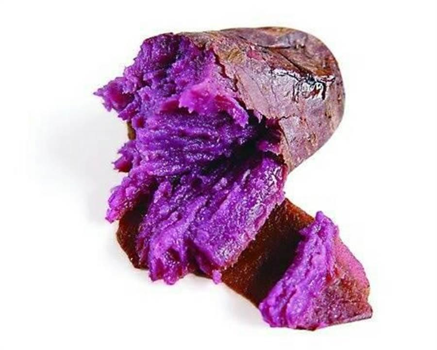 「宜蘭瓜哥」販售的紫羅蘭地瓜,是日本特產的地瓜種類,由於多汁可口又搶手,導致經常出現缺貨況。(張穎齊翻攝)