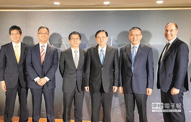 MHI Vestas執行長柯法洋(右一)宣布中鋼機械、天力離岸風電、上緯、台塑成為其本土合作夥伴。圖/陳鷖人