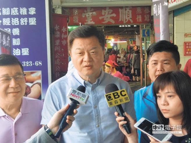 周錫瑋認為民進黨為求勝選,故意拱高侯友宜民調支持度。(陳俊雄翻攝)