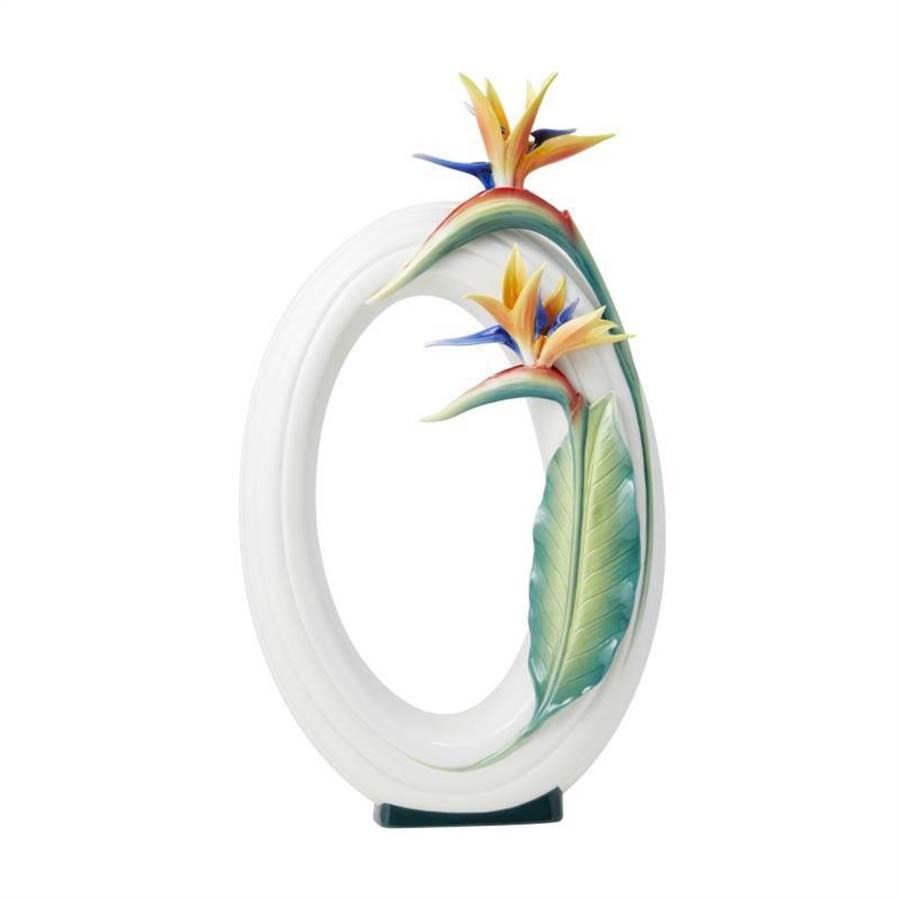法藍瓷相思相念天堂鳥瓷瓶,1萬9000元。(法藍瓷提供)