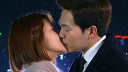 李允智產後復出 奪嫩男螢幕初吻「很抱歉」