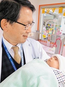心臟拇指大 早產嬰「開心」重生