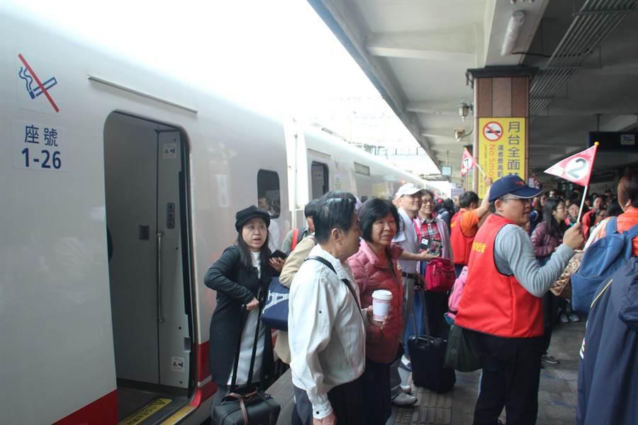 新北市政府今帶領600多名市民來訪花蓮,進行2天1夜的旅行。(張祈攝)