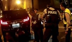 大安警方攔檢鬼崇車  內藏槍械藍波刀