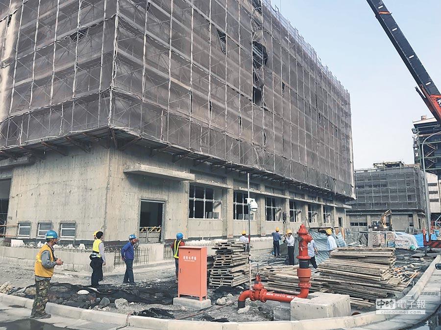 台電大林廠又爆工安意外,29日工人不慎從10米高墜樓亡。(柯宗緯翻攝)