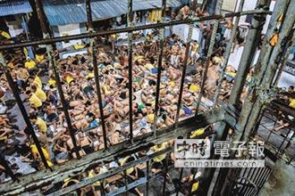菲人煉獄 擠到靠牆站著睡