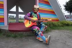 達悟青年化身彩虹戰士 巡迴台中景點走唱
