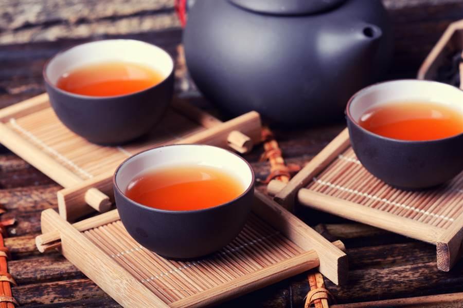 飯後也不宜喝濃茶。(圖/shutterstock)
