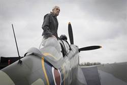 英慶祝史上第1支百年空軍!96歲2戰駕駛升空表演