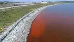 金門水庫「赤化」 紅色湖水嚇壞民眾