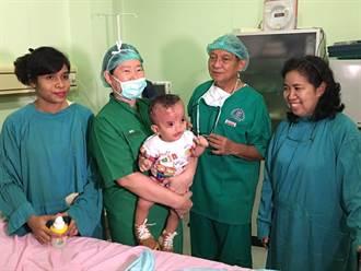 高醫校友組團跨國義診 關愛印尼貧病童