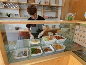 潤餅走文青風 泡菜、咖哩雞創新口味