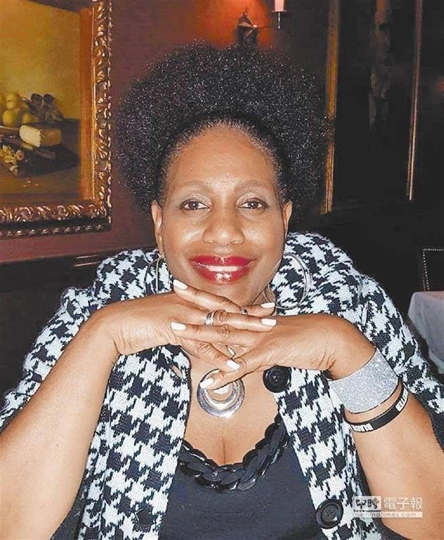 孫安佐涉及恐攻威脅被捕,他在美國的接待家庭女主人是非裔律師希伯特(Valerie Hibbert)。(摘自臉書)