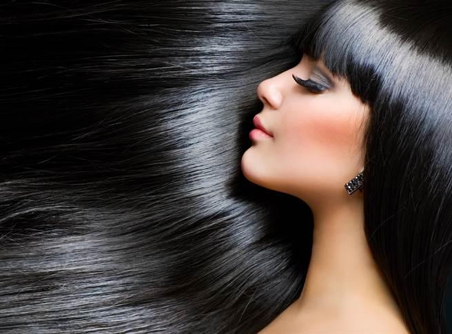 專家提供8項小撇步讓你常保黑髮。(圖/shutterstock)