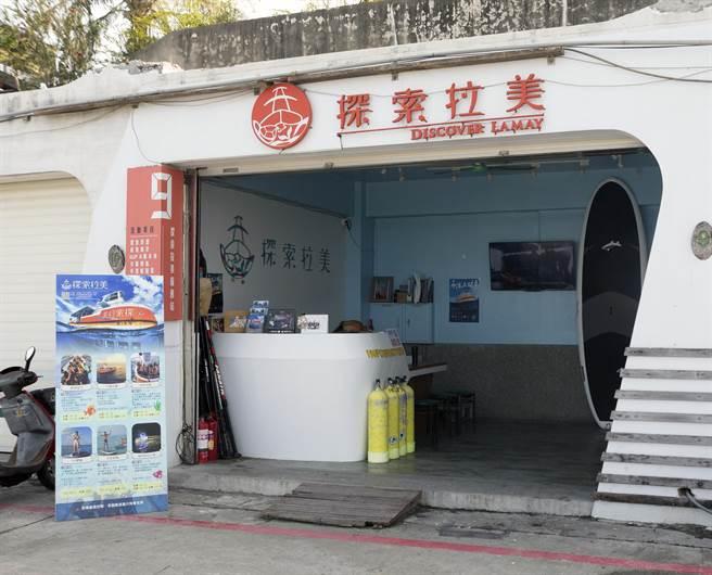 「探索拉美」是由一群熱血的返鄉青年回到島上發展所設立,除了發展環保海灣觀光活動外,也會在營業所得上,每張票捐出10元作為「海洋保育金」。(陳麒全攝)