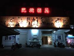 影》不符消防法規  萬國戲院拆招牌歇業
