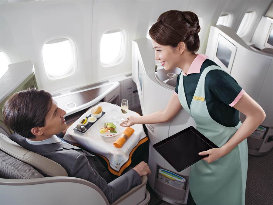 長榮航空奪下TripAdvisor旅遊網站四項大獎,包括「全球十大最佳航空公司」第五名、「亞洲地區十大航空公司」、「亞洲區最佳商務艙」及「亞洲區最佳豪華經濟艙」,成績亮麗。(本報資料照片)