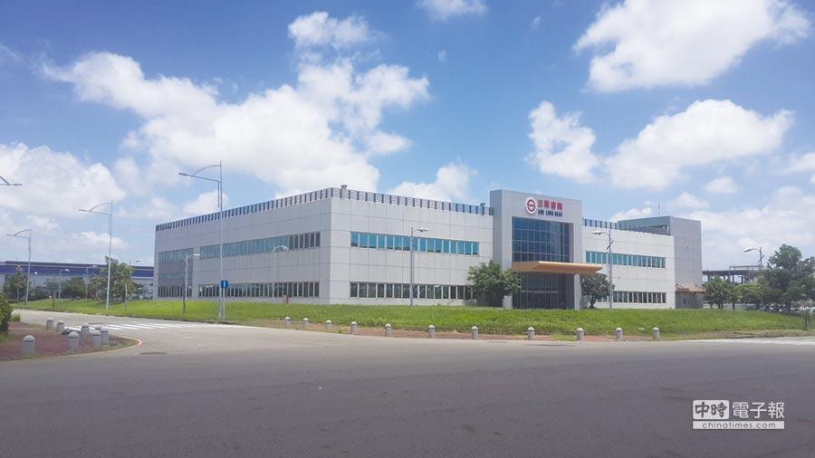三隆齒輪新廠新購「智動化」加工製造設備,接軌工業4.0,積極朝關燈工廠邁進。圖/三隆齒輪提供