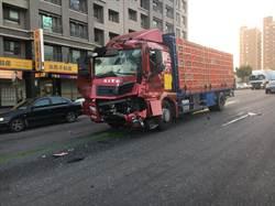 「雞」車追撞公車 2駕駛輕傷